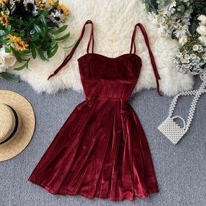 Dresses & Skirts - Elegant Vintage Red Dress ❤️💋